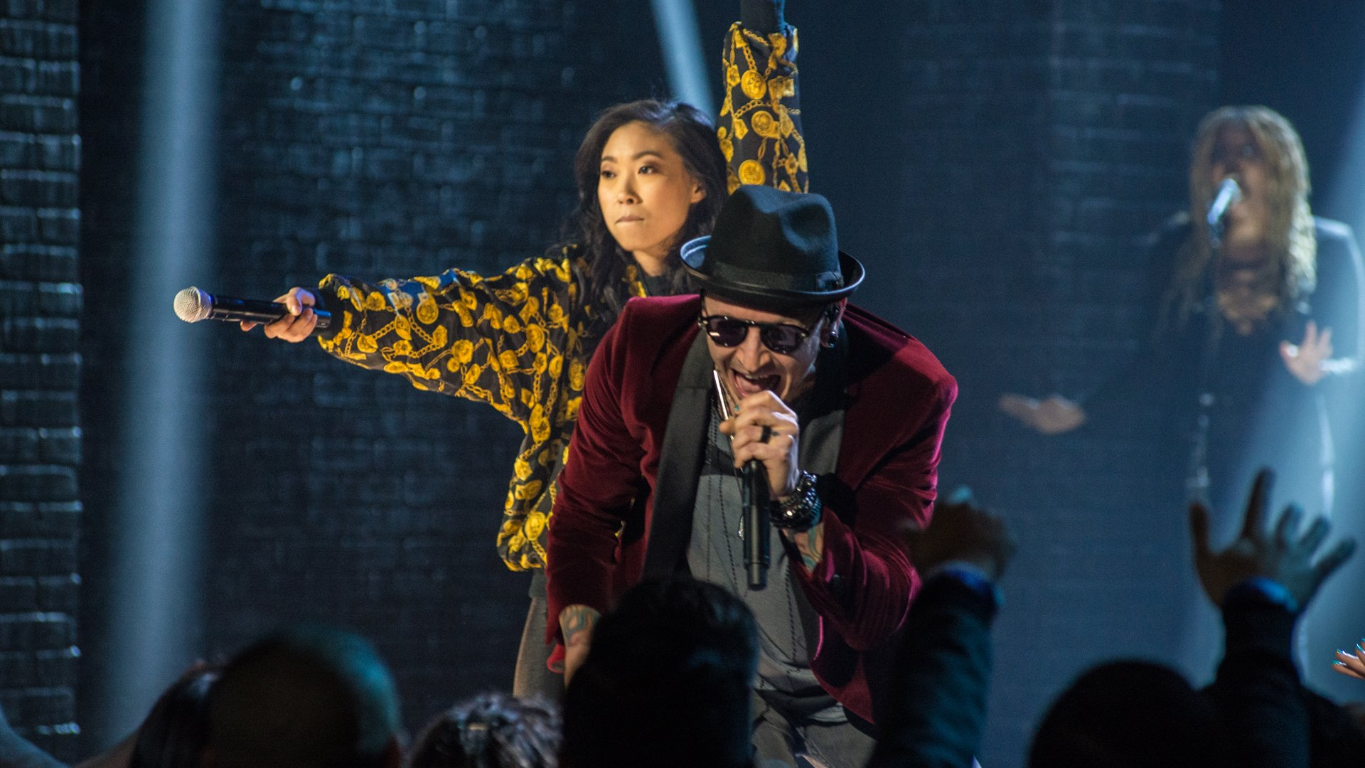 Jesse Tyler Ferguson Awkwafina Sam Richardsonseason Jesse Tyler Ferguson Sings Chandelier Awkwafina And Chester Bennington Rock Out To In The